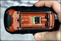 Автомобильный навигатор Garmin Etrex 30 со снятой задней панелью