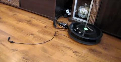 Запутается ли робот Rumba 770 в многочисленных кабелях