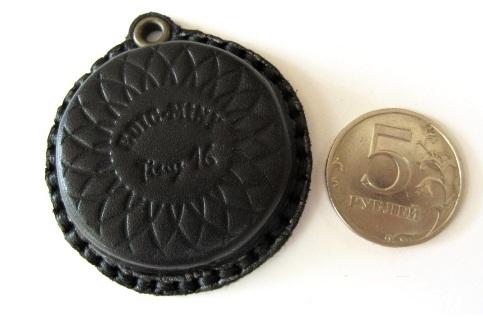 Edic-mini Tiny16 A52 размером в 3 пятирублевые монеты